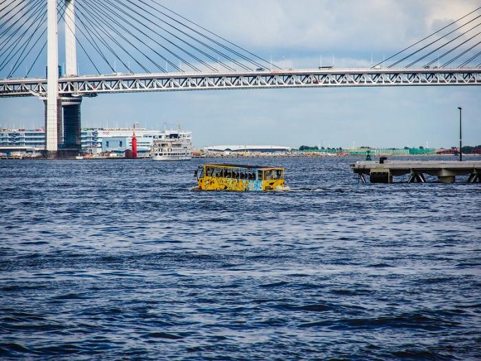水陸両用バス「スカイダック」