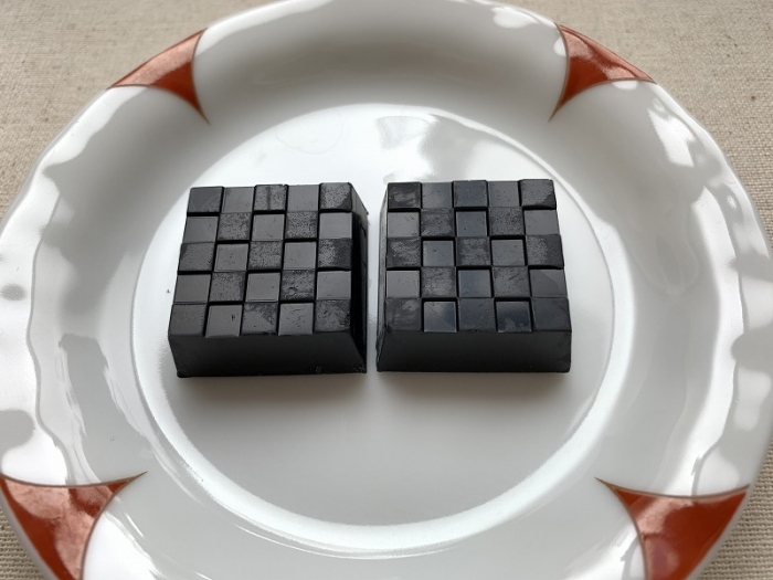 チロルチョコ 竹炭チーズケーキ
