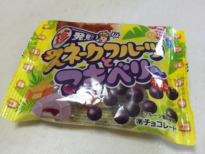チロルチョコ スネークフルーツとマキベリー